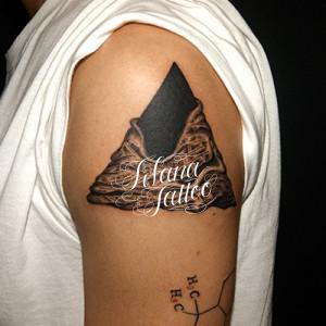 ピラミッドのタトゥー
