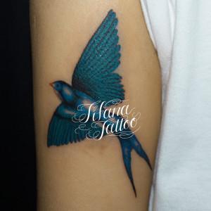 青い燕のタトゥー