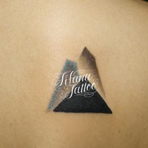 三角形のタトゥー