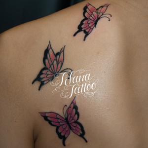 3匹の蝶のタトゥー