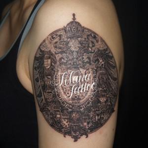 西洋の紋章のタトゥー