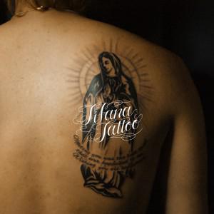 マリア様と文字のタトゥー