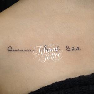 手書き風の書体のタトゥー