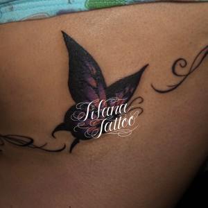 蝶のガールズタトゥー