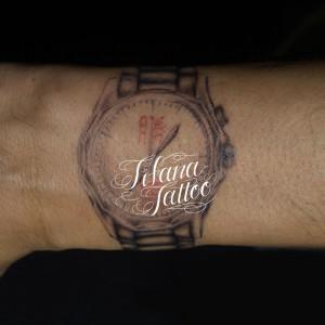 腕時計のタトゥー