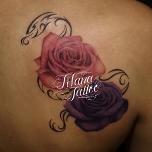 2輪の薔薇のタトゥー