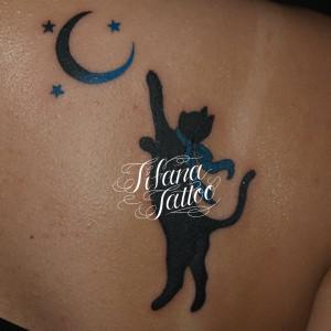 猫と月のタトゥー
