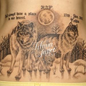 狼の親子のタトゥー