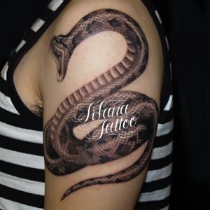 ヘビのタトゥー