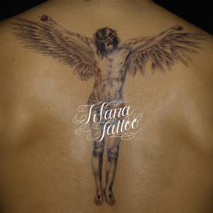 翼の生えたキリストのタトゥー