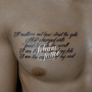 英文のメッセージのタトゥー