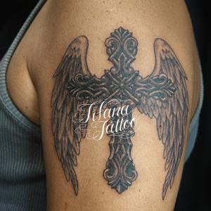 クロス|翼のタトゥー