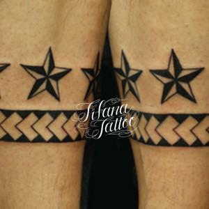 星と幾何学模様のタトゥー