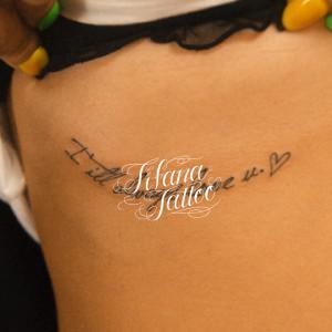 手書き風の文字のタトゥー