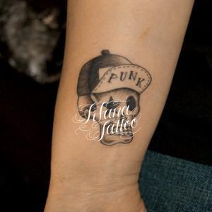 ロックなスカルのタトゥー