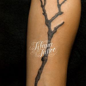 小枝のタトゥー