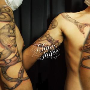 2匹の蛇のタトゥー