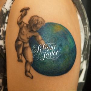 天使と地球のタトゥー