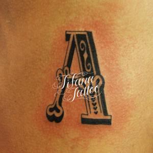 アルファベット・タトゥー