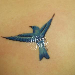 青い鳥のガールズタトゥー