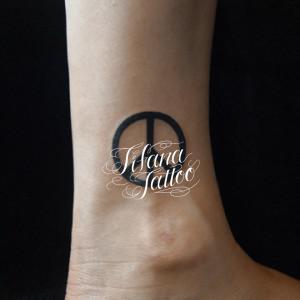 ピースマークのタトゥー