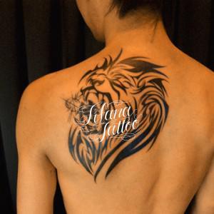 ライオンと漢字のタトゥー
