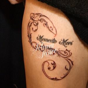 文字と蛇のトライバルタトゥー