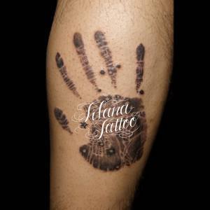 手形のタトゥー