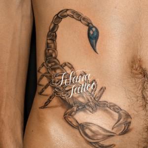 蠍のタトゥー