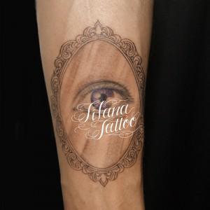 鏡|目のタトゥー