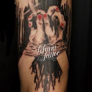 縛られた手のタトゥー|持込デザイン