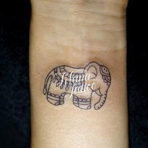 象のメヘンディ柄タトゥー