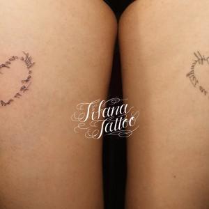 ハート型な鏡文字のタトゥー