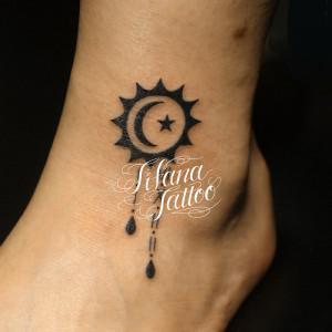 太陽|月|星|ローマ数字のタトゥー