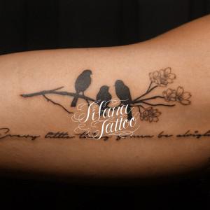 カラス|桜|文字のタトゥー