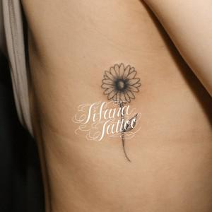 花のラインアート・タトゥー