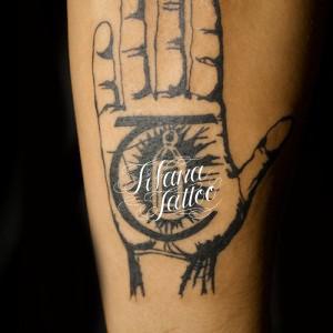 掌のタトゥー