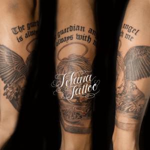 天使と文字のタトゥー