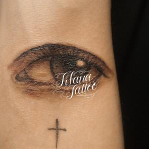 目のタトゥー
