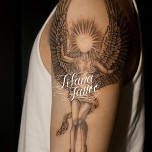 抽象的な女神のタトゥー