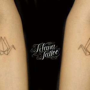 シンメトリーな折り鶴のタトゥー