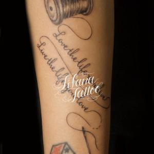 針|糸|文字のタトゥー