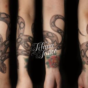 蛇のタトゥー