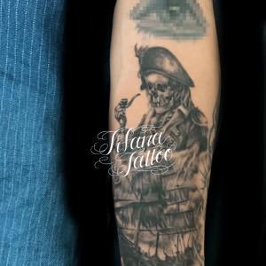 海賊と海賊船のタトゥー