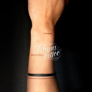 直線のタトゥー