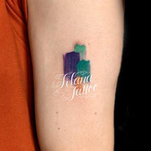 落書き風なカラー・タトゥー