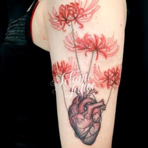 心臓と彼岸花のタトゥー