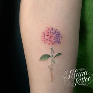 紫陽花のファインラインタトゥー
