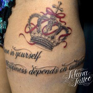 王冠|リボン|文字のタトゥー