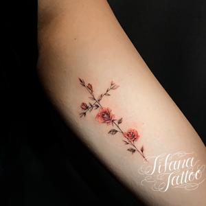 薔薇|クロスのタトゥー